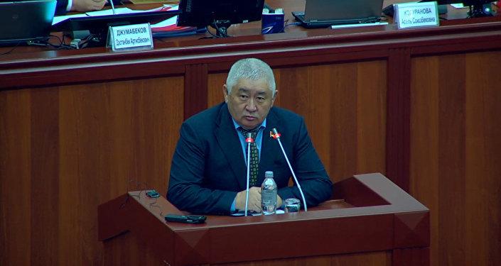 Президенттер, элдешкиле! Депутаттын Атамбаев менен Жээнбековго кайрылган видеосу