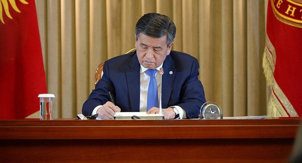 Архивное фото президента Сооронбая Жээнбекова