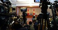 Архивное фото президента Кыргызской Республики Сооронбая Жээнбекова во время пресс-конференции