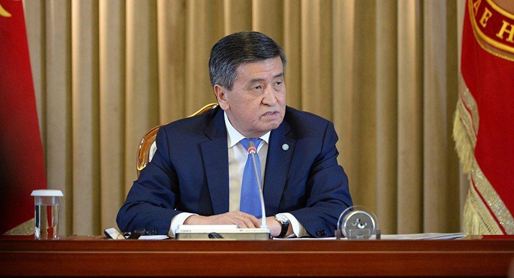Мамлекет башчысы Сооронбай Жээнбеков. Архивдик сүрөт