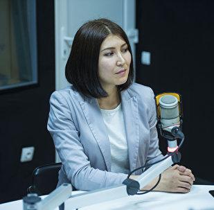 Корреспондент Sputnik Кыргызстан Бегимай Бакашева на радиостудии
