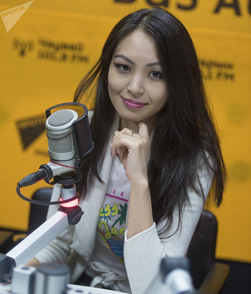 Частный предприниматель Лаура Жоробекова во время интервью на радиостудии Sputnik Кыргызстан