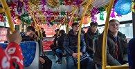 Новогоднее оформление салона троллейбуса в Бишкеке