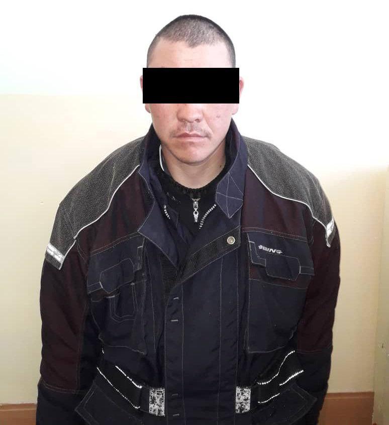 Подозреваемый в убийстве семьи и изнасиловании девочки в селе Кок-Ой Жумгальского района Нарынской области