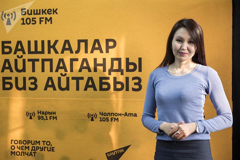 Ведущая утренней программы Замана на КТРК Анара Бейшекеева во вермя интервью на радиостудии Sputnik Кыргызстан