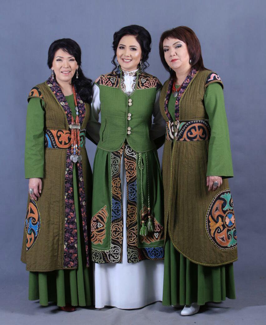 Модель в одежде от дизайнера Мунары Расуловой