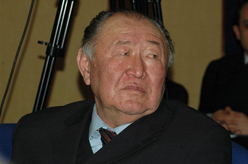 Народный писатель Казат Акматов. Архивное фото