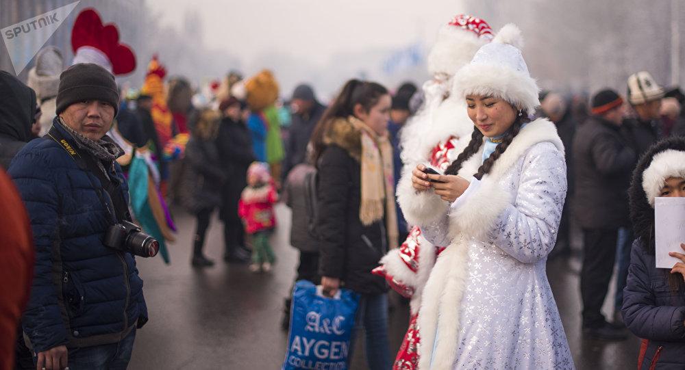 Бишкектин Ала-Тоо аянтындагы эс алгандар. Архивдик сүрөт