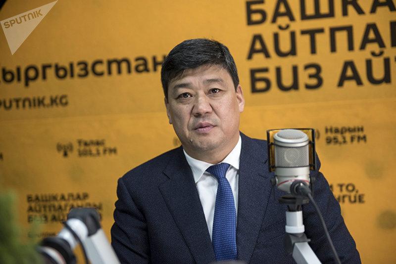Глава фракции Онугуу — Прогресс Бакыт Торобаев во время беседы на радио Sputnik Кыргызстан