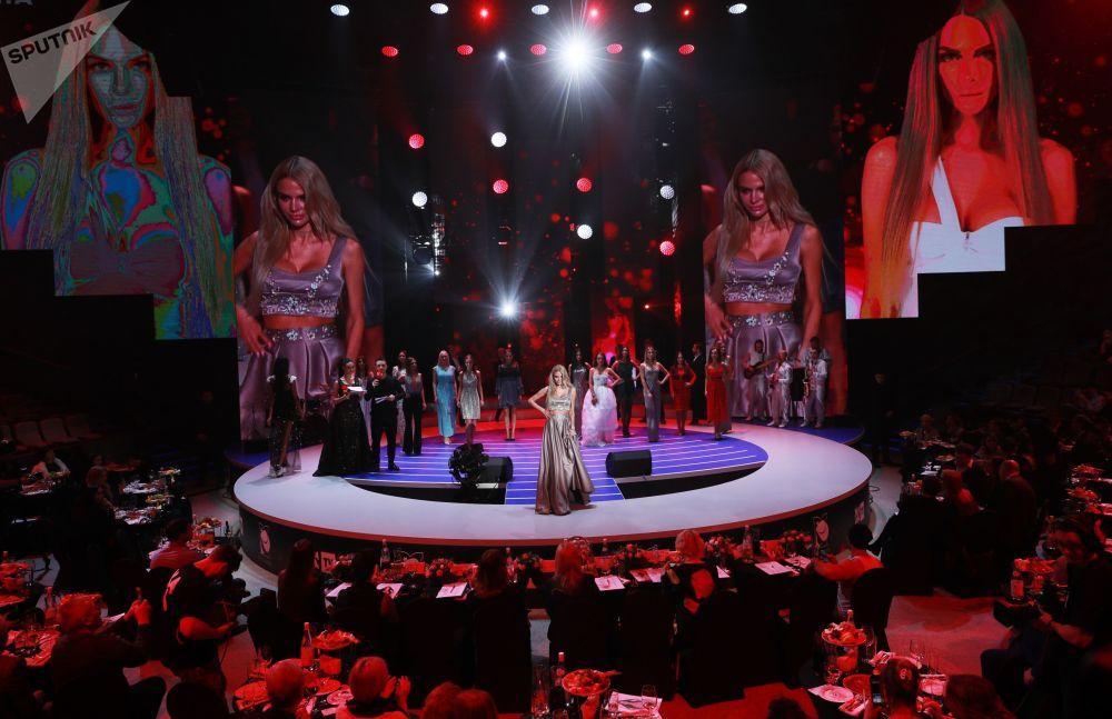 Кроме главного титула были и дополнительные номинации, например, Лучшая модель