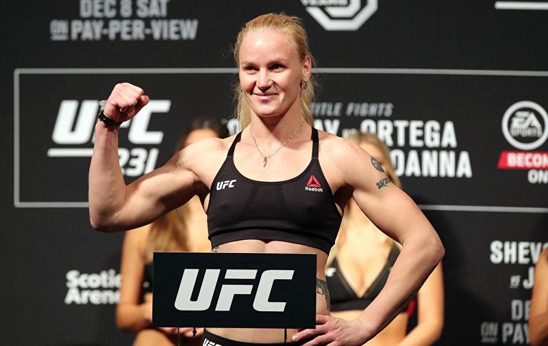 Боец UFC Валентина Шевченко на взвешивании за титул чемпионки в женском наилегчайшем весе в Торонто в рамках UFC 231.
