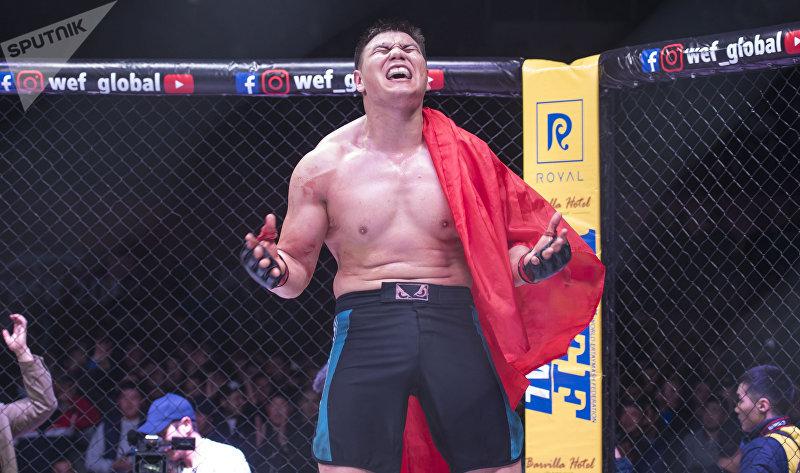 Судья объявил о чистой победе Жээнбекова над спортсменом из Украины