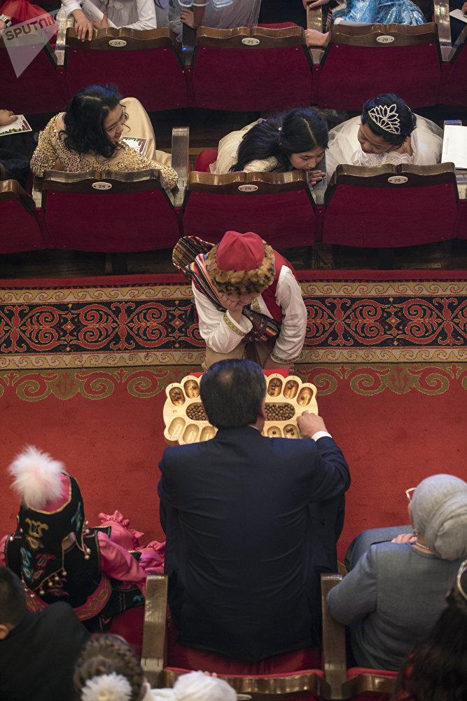 Президенттик балатыга Кыргызстандын бардык аймактарынан миңден ашык бала чакырылган