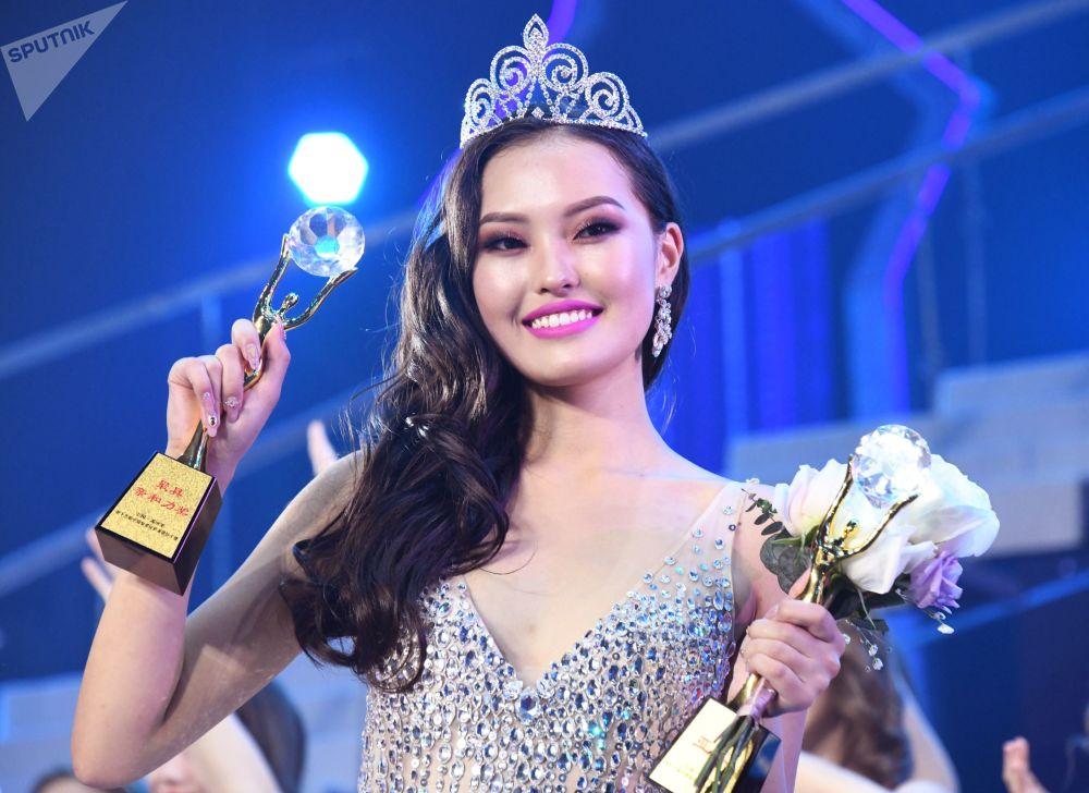 Амарбаян Азжаргал из Улан-Батора (Монголия), победившая в номинации Вице-мисс красоты