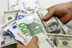 Доллар жана евро купюралары. Архивдик сүрөт
