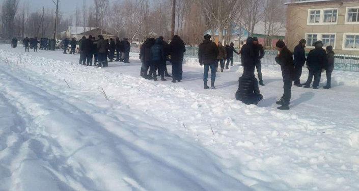 Собрание сельчан Мин-Булак Нарынской области против месторождения Солтон-Сары