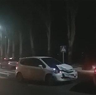 В Бишкеке на правительственной трассе произошло ДТП — фото, видео
