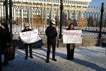Митинг, где выступают за смертную казнь педофилов у здания ЖК
