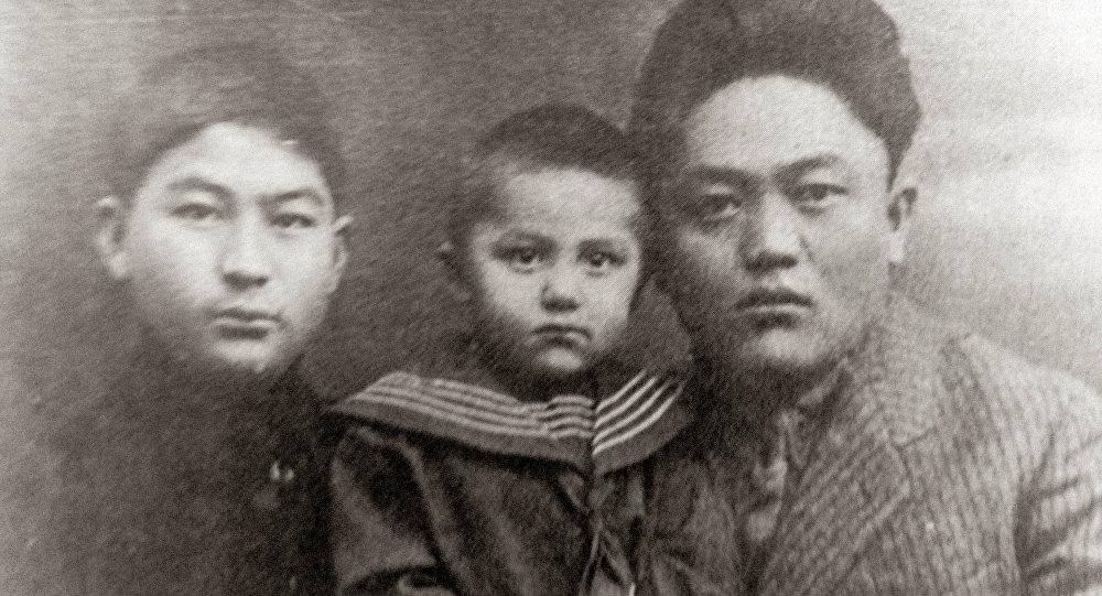 Кыргыз мамлекеттүүлүгүнүн түптөөчүсү, алгачкы кыргыз интеллигенциясынын эң көрүнүктүү өкүлү, саясий жана коомдук ишмер Жусуп Абдрахманов