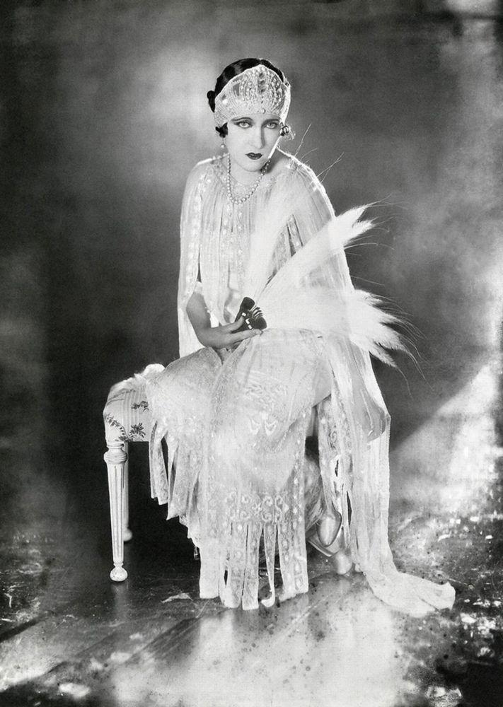 Американская актриса немого кино Глория Свенсон, 1921 год. Икона стиля своего времени известна и современным зрителям по главной роли в картине Бульвар Сансет.