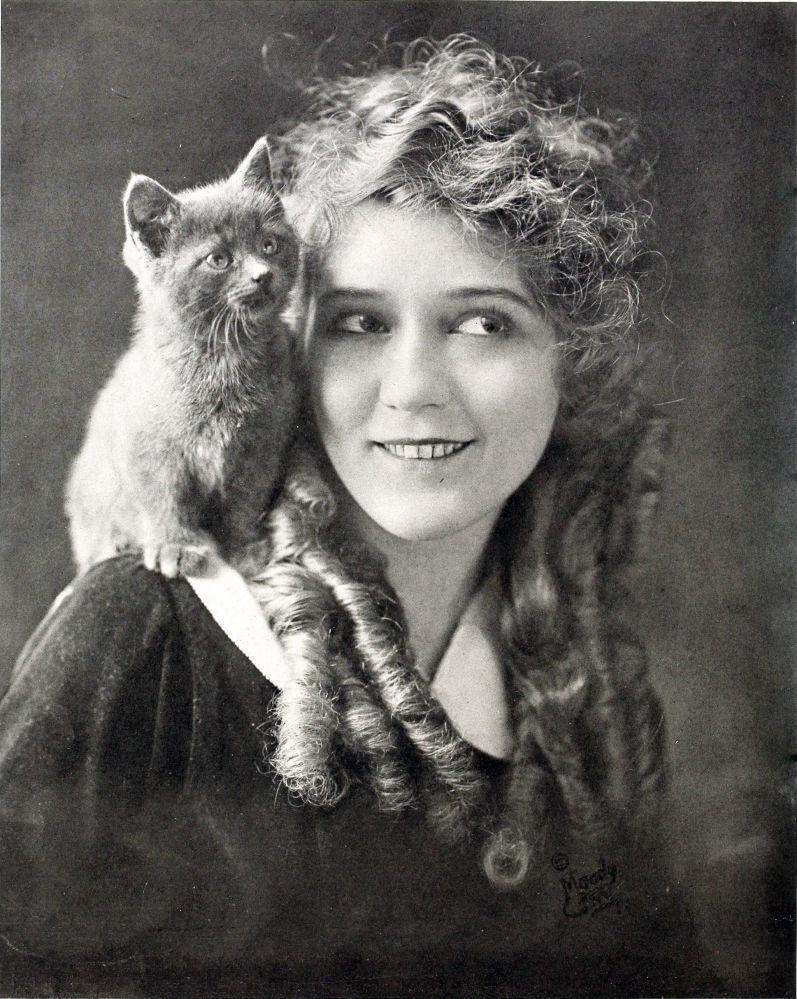 Американская актриса немого кино Мэри Пикфорд, 1916 год. Снялась в 250 фильмах.