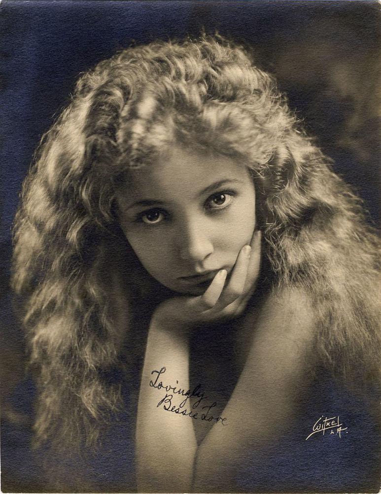 Американская актриса немого кино Бесси Лав, 1920 год. Снималась и в звуковом кино.