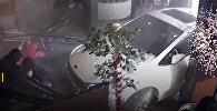 Автомобиль въехал в ресторан с людьми — видео из Китая
