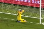 Вратарь, пытаясь показать финт, забил самый нелепый автогол сезона. Видео