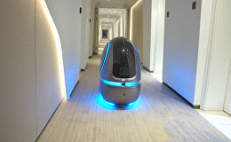 Укмуш го! Кытайдагы мейманканада элди роботтор тейлеп жүрөт