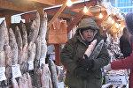 Как работает самый холодный рынок в мире — видео из Якутии