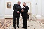 Беларусь президенти Александр Лукашенко россиялык кесиптеши Владимир Путин менен. Архивдик сүрөт