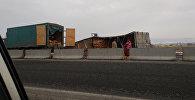 На трассе Бишкек — Нарын — Торугарт опрокинулся КамАЗ