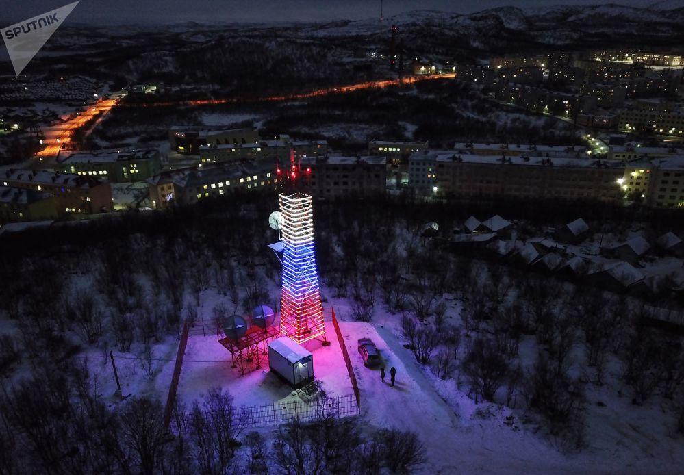Передающая башня Ура в одном из поселков Мурманской области