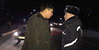 Ты знаешь, кто мой отец? Перепалка мужчины и автоинспекторов в Бишкеке — видео