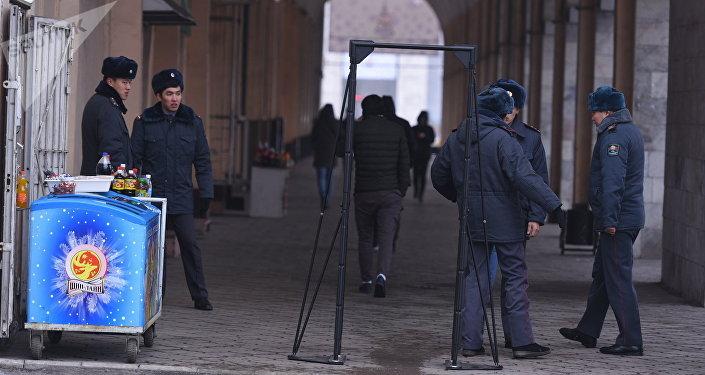 Охрана общественного порядка и безопасности к Новому году в Бишкеке