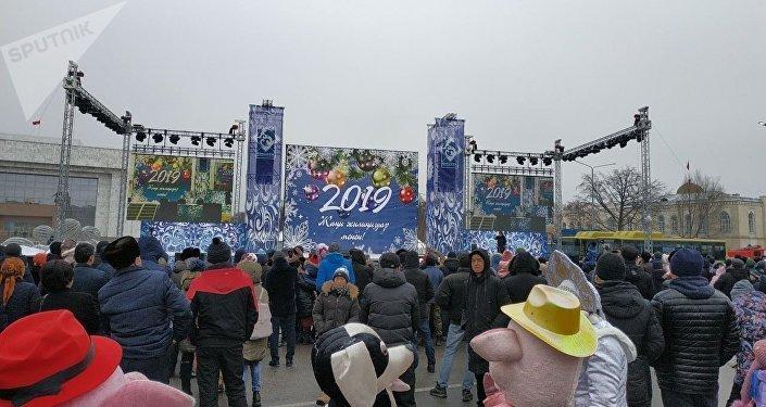 Празднование Нового года на площади Ала-Тоо в Бишкеке