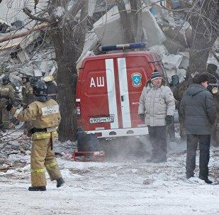 На месте обрушения одного из подъездов жилого дома по адресу проспект Карла Маркса дом 164, в результате взрыва бытового газа.