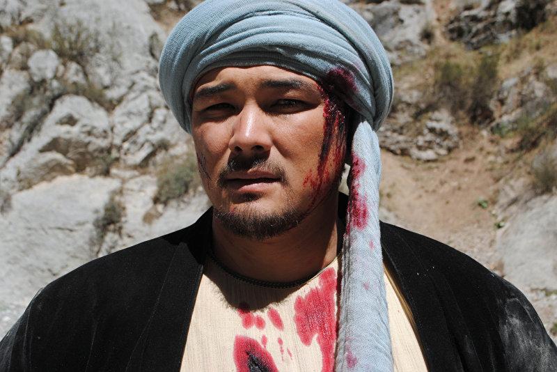 Актер Эржан Осмонов, который работает в Кыргызском национальном академическом драматическом театре