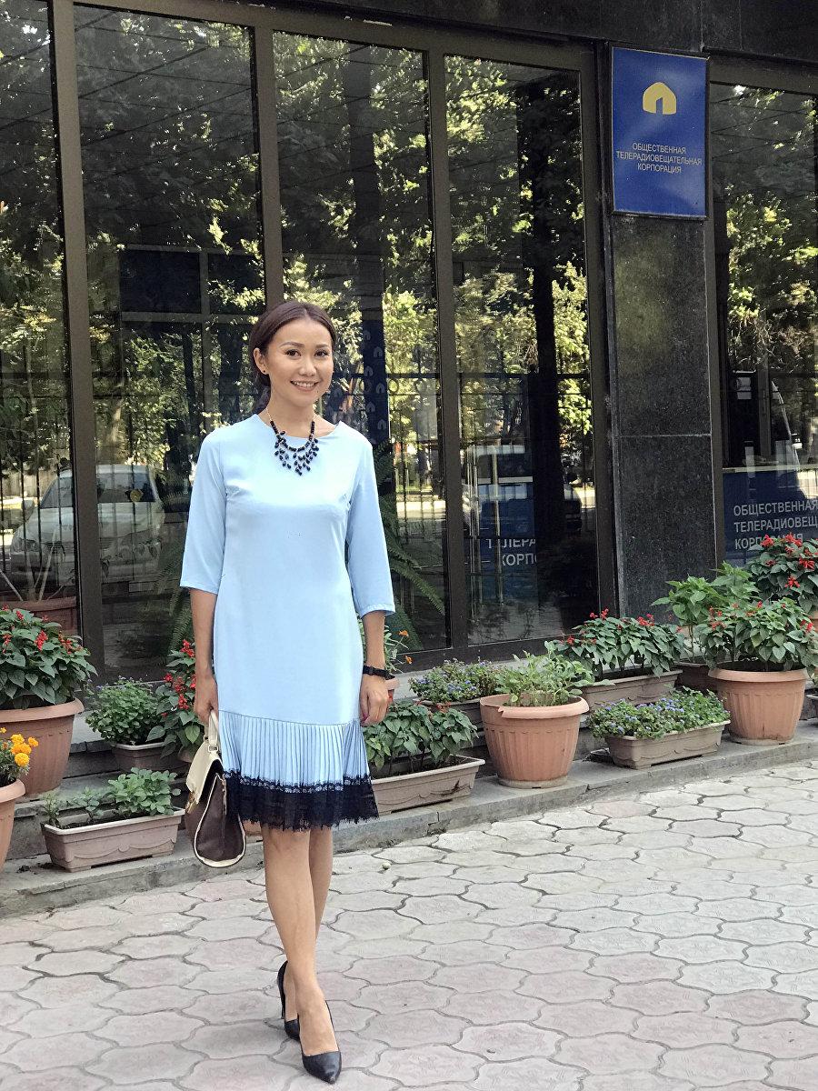 Телеведущая Саната Жумакадырова во время фотосета
