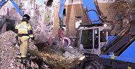 Разбор завалов на месте обрушения одного из подъездов жилого дома на проспекте Карла Маркса дом 164 в Магнитогорске, где после взрыва газа обрушилась часть жилого дома.