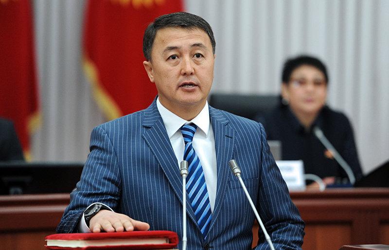 Вице-премьер-министр Замирбек Аскаров во время присяги