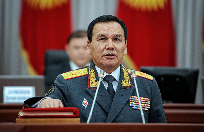 Министр МВД Кашкар Джунушалиев во время присяги