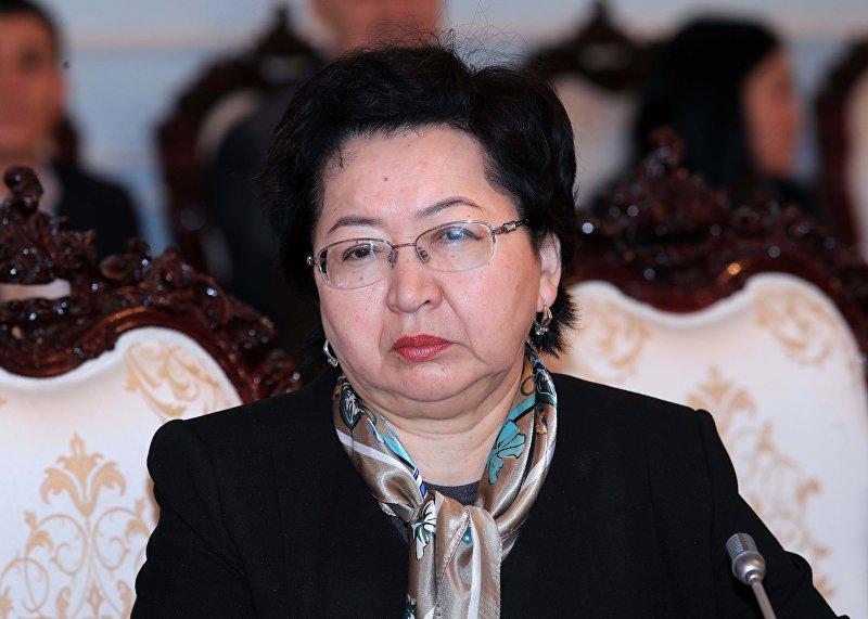 Кандидат на должность министра финансов КР Бактыгуль Жээнбаева на внеочередном заседании ЖК