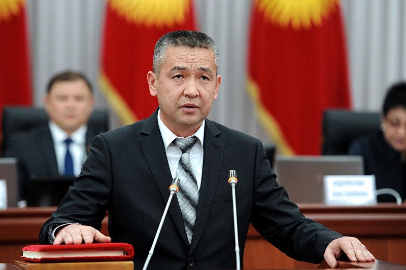 Министр чрезвычайных ситуаций Нурболот Мирзахмедов во время присяги