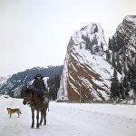 Красные скалы в Киргизской ССР