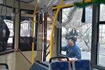 В Бишкеке драку водителей троллейбуса и автобуса сняли на видео