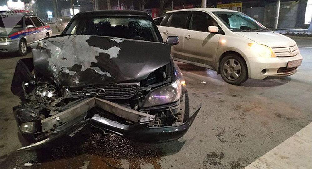Бишкектеги Токтогул менен Ибраимов көчөлөрүнүн кесилишинде төрт автоунаа кагышты