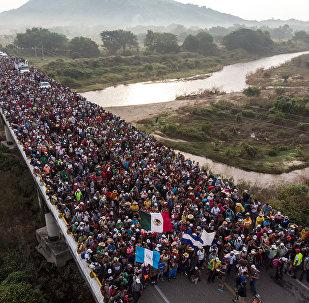 Мигранты из Гондураса, направляющиеся в США через территорию Мексики. Архивное фото