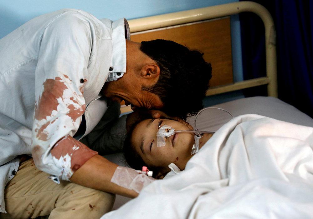 Кабул шаарындагы (Афганистан) парламенттик шайлоо маалында жанкечти өзүн жардырып, кесепетинен 57 адам каза болуп, 119 киши жабыркаган. 22-апрель
