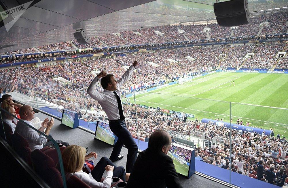 Франция президенти Эммануэль Макрон Россияда өткөн футбол боюнча дүйнө чемпионатынын финалдык беттешүүсүндө. 15-июль